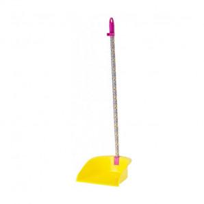 Recogedor con palo amarillo